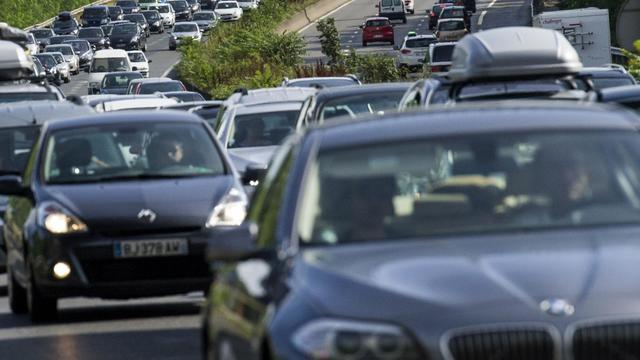 Circulation dense le 27 juillet 2013 sur l'A10 à Massy [Fred Dufour / AFP]