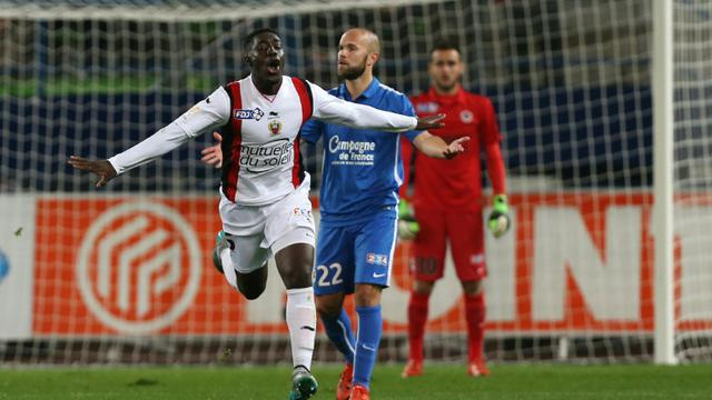 L'attaquant niçois Alexandre Mendy auteur d'un doublé contre Caen en 16e de finale de la Coupe de La Ligue, le 28 octobre 2015 à Caen [CHARLY TRIBALLEAU / AFP]