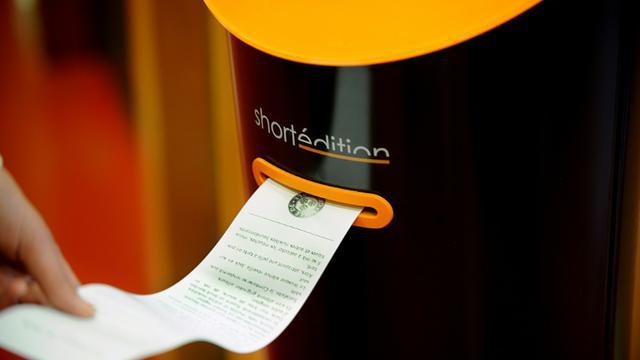 Un distributeur d'histoires courtes, le 12 octobre 2015 à Grenoble [JEAN-PIERRE CLATOT / AFP]