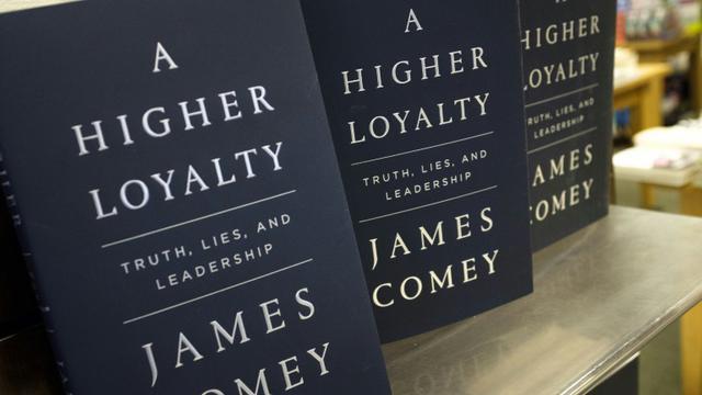 Sorti cette semaine, le livre de l'ex-chef du FBI James Comey décrit un Donald Trump égocentrique et dirigeant les Etats-Unis à la manière d'un parrain de la mafia [Drew Angerer / GETTY IMAGES NORTH AMERICA/AFP]
