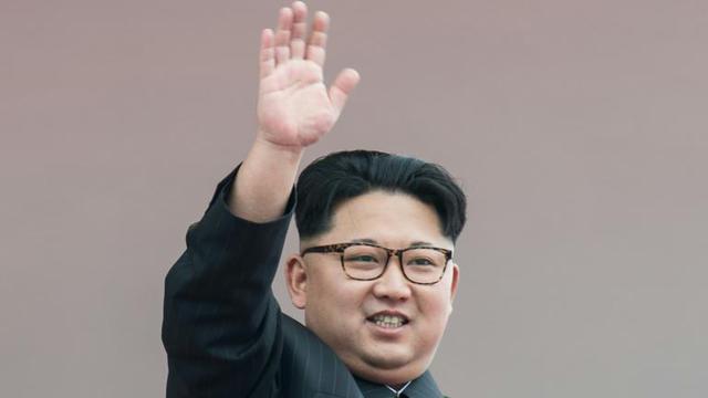 Le dirigeant nord-coréen Kim Jong-Un lors d'une parade à Pyongyang le 10 mai 2016 [Ed Jones / AFP/Archives]