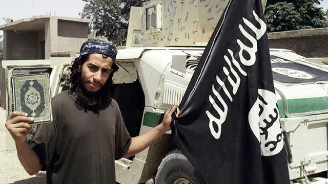 Photo non datée extraite le 16 novembre 2015 du magazine en ligne Dabiq du groupe Etat islamique censé montrer Abdelhamid Abaaoud, alias Abu Umar al-Baljiki [- / DABIQ/AFP]