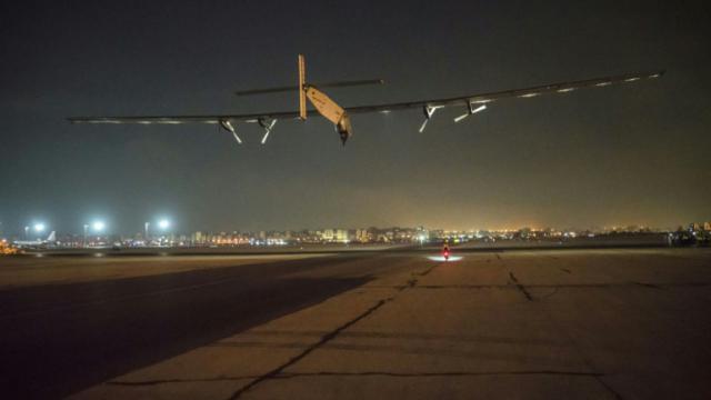 L'avion Solar Impulse 2 s'envole de l'aéroport international du Caire le 24 juillet 2016 [JEAN REVILLARD / REZO / Solar Impulse 2/AFP]