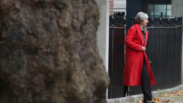 La Première ministre britannique Theresa May quitte le 10, Downing Street, le 16 novembre 2018, à Londres [Daniel LEAL-OLIVAS / AFP/Archives]