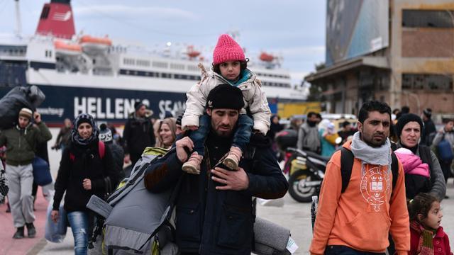 Des migrants à leur arrivée le 10 février 2016 sur l'île de Lesbos en Grèce  [LOUISA GOULIAMAKI / AFP]