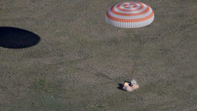 L'atterrissage de la capsule Soyouz MS-07 le 3 juin 2018 dans la steppe kazakhe [Dmitry LOVETSKY / POOL/AFP]