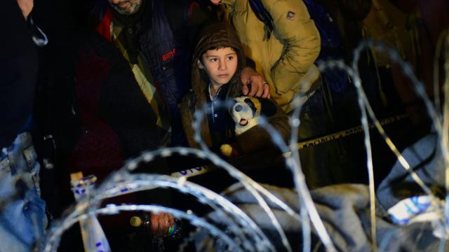 Des migrants à la frontière entre Hongrie et croatie, à Zakany le 16 octobre 2015 [Attila Kisbenedek / AFP]