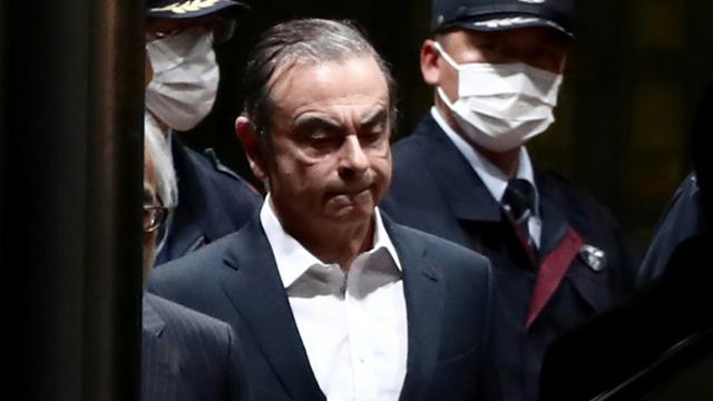 L'ancien patron de Renault-Nissan, Carlos Ghosn sort de prison à Tokyo, le 25 avril 2019 [Behrouz MEHRI / AFP]