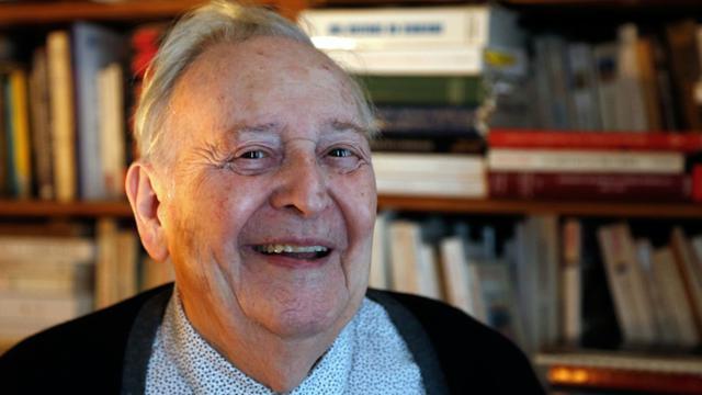 L'historien Marc Ferro, 91 ans, à son domicile de Saint-Germain-en-Laye, le 22 septembre 2015 [Francois Guillot / AFP]