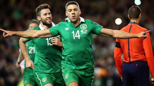 Jonathan Walters célèbre son penalty réussi pour l'Irlande face à la Bosnie-Herzégovine, le 16 novembre 2015 à Dublin  [PAUL FAITH / AFP]