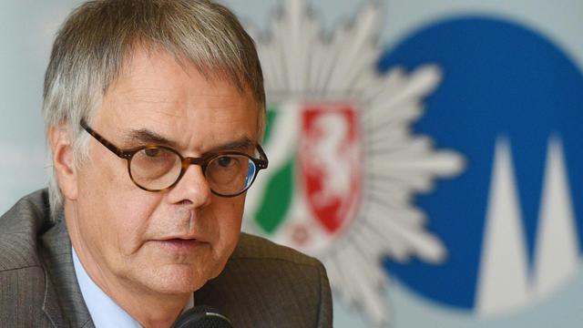 Le chef de la police de Cologne, Wolfgang Albers, le 23 juin 2015 lors d'une conférence de presse [Henning Kaiser / dpa/AFP/Archives]