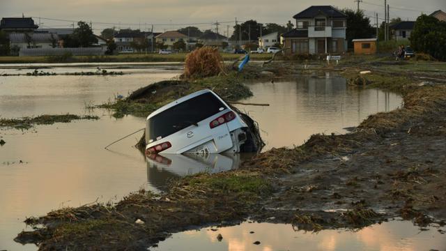Dégâts causé par le tremblement de terre à Tokyo, le 11 septembre 2015 [Kazuhiro Nogi / AFP]