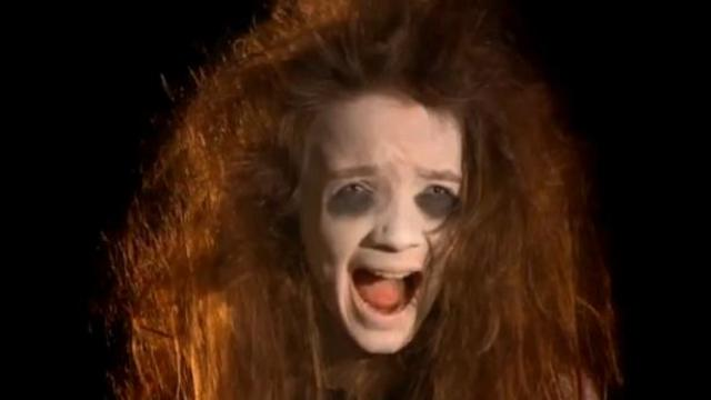 """La """"fillette fantôme"""" frappe de nouveau dans un cimetière"""