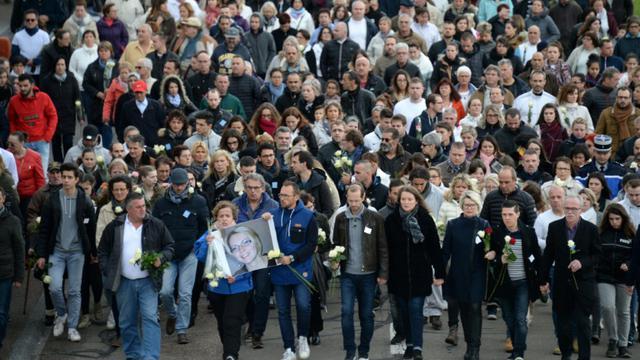 Les participants à la marche silencieuse à la mémoire de Alexia Daval, le  5 novembre 2017, à Gray (Haute-Saône) [Sebastien Bozon                      / AFP]
