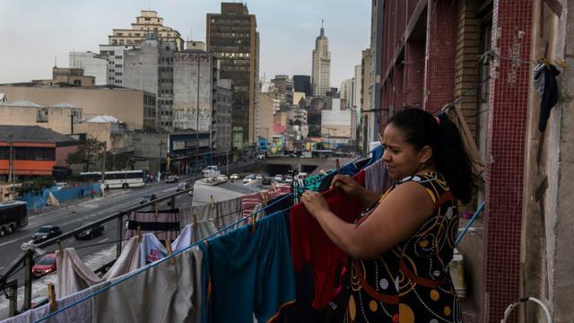 Une habitante d'un squat dans la banlieue de Sao Paulo au Brésil, le 14 mai 2018 [NELSON ALMEIDA / AFP/Archives]