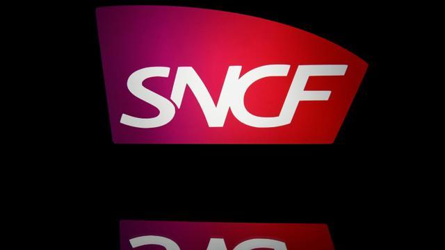 Le logo de la SNCF pris en photo sur une tablette le 19 avril 2018 à Paris [Lionel BONAVENTURE / AFP/Archives]