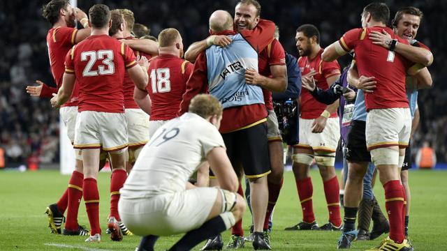Les joueurs gallois explosent de joie à l'issue de la victoire sur l'Angleterre en Coupe du monde de rugby, le 26 septembre 2015 à Twickenham [FRANCK FIFE / AFP]