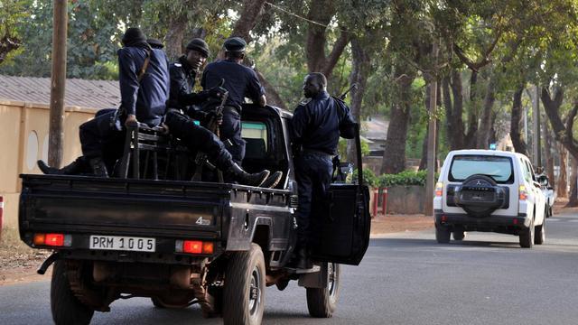 Des policiers en patrouille à Bamako, au Mali [Issouf Sanogo / AFP/Archives]