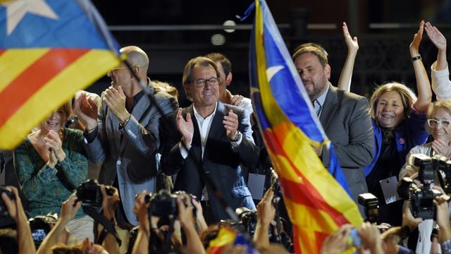 Artur Mas (c), président sortant du gouvernement catalan, lors des élections régionales en Catalogne, le 27 septembre 2015 à Barcelone [LLUIS GENE / AFP/Archives]