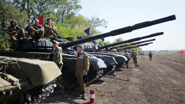 Des séparatistes prorusses participent à une compétition militaire entre unités blindées près de Torez, dans la région de Donetsk, en Ukraine, le 24 septembre 2015 [ALEKSEY FILIPPOV / AFP/Archives]