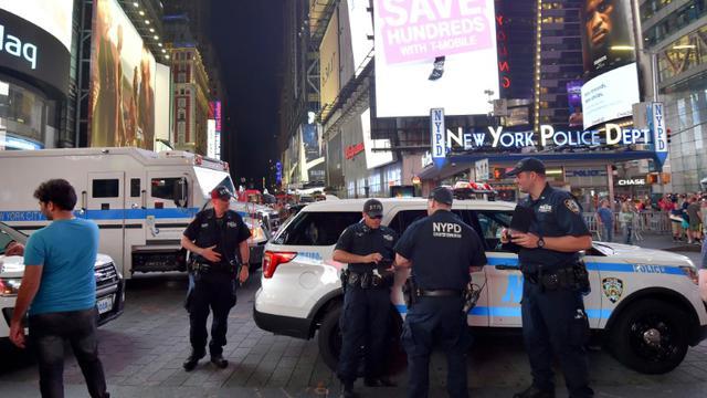 Des policiers à Times Square à New York le 1er juillet 2017 [LOIC VENANCE / AFP/Archives]