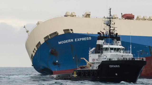 Photo publiée le 1er février 2016 par la Marine nationale du cargo Modern Express qui dérive au large du littoral français [Loïc Bernardin / AFP]