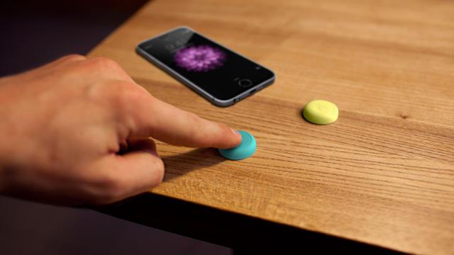 Ce petit bouton, connecté à un smartphone, peut piloter toutes sortent d'objets.