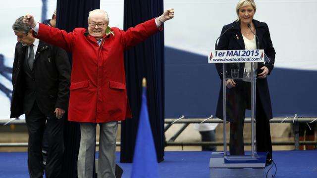 Alors qu'il n'était pas prévu, Jean-Marie Le Pen s'était invité sur l'estrade de la place de l'Opéra où sa fille devait faire un discours, le 1er mai