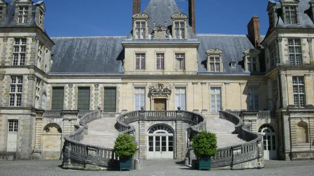 La rénovation du château de Fontainebleau, prévue sur la période 2015-2026, est estimée à 115 millions d'euros.