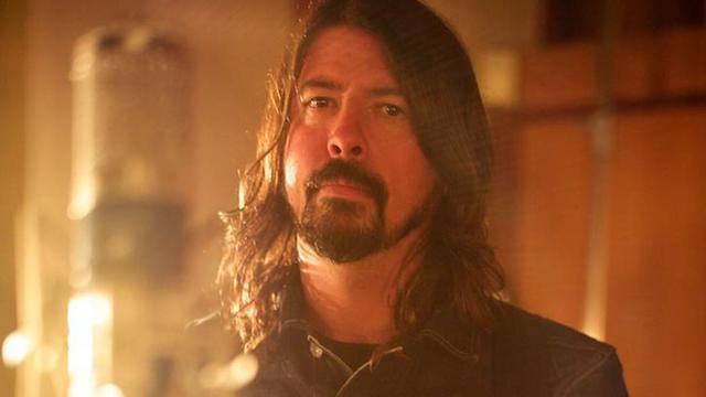 Dave Grohl le leader des Foo Fighters fait le tour de la musique américaine