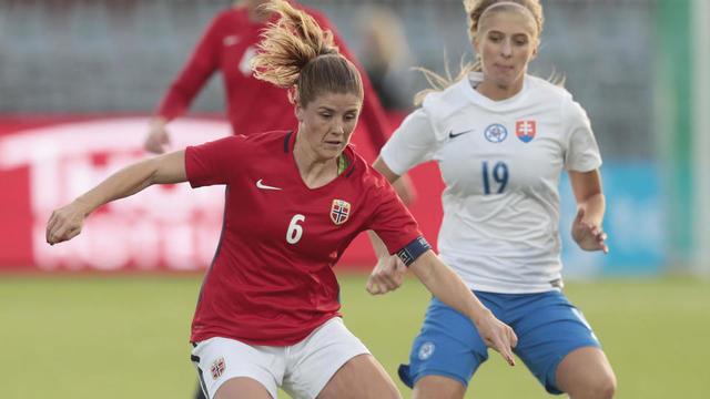 La Norvégienne Maren Mjelde lors d un match de qualification pour le  Mondial 2019 contre la Slovaquie. bb8e3e6509f