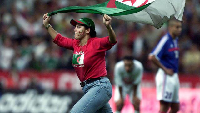 L'unique match disputé entre la France et l'Algérie (4-1), en 2001, avait été interrompu avant sa fin par l'envahissement du terrain de certains spectateurs.