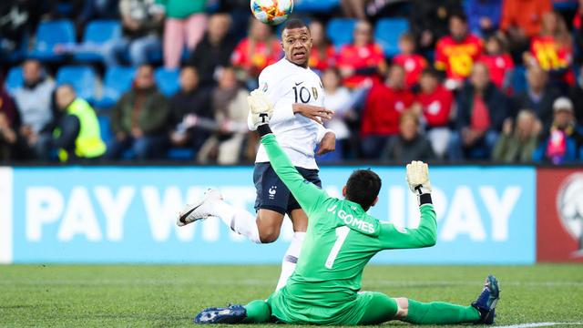 Auteur de l'ouverture du score, Kylian Mbappé a inscrit le 100e but de sa carrière à seulement 20 ans.