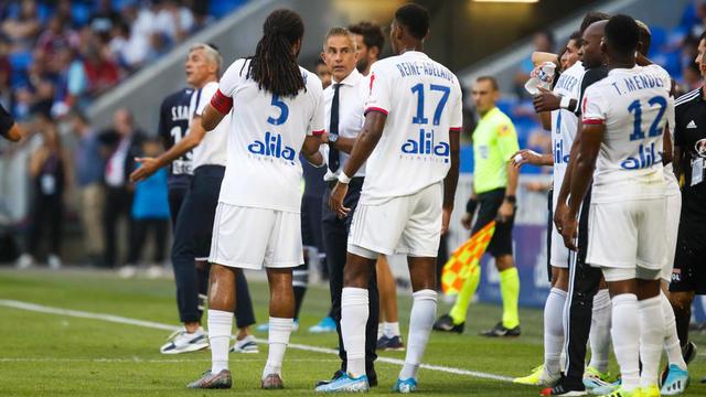 Sylvinho connaît des débuts mitigés à la tête de la formation lyonnaise.