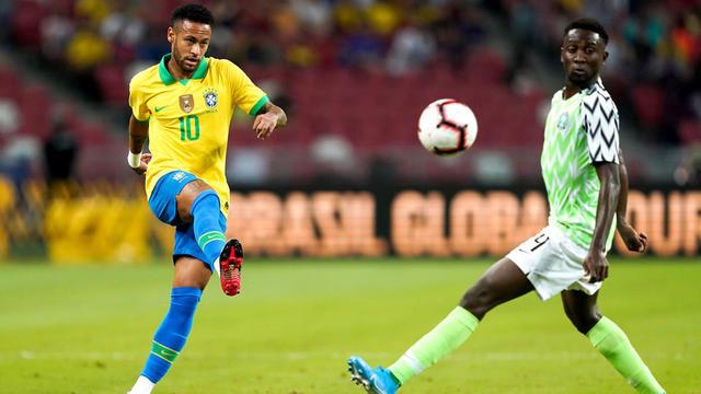 Neymar devrait être éloigné des terrains quatre semaines.