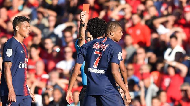 Kylian Mbappé a écopé de trois matchs de suspension pour avoir bousculé le Nîmois Téji Savanier.