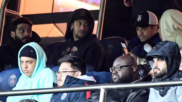 Neymar a assisté depuis les tribunes du Parc des Princes à la victoire du PSG face à l'OM.