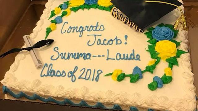 Le gâteau devait, à l'origine, porter l'inscription «Summa Cum Laude Class of 2018».