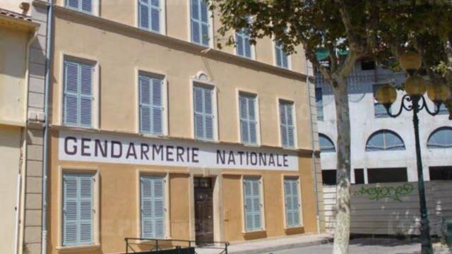 L'ancienne gendarmerie désaffectée est devenue un haut lieu du tourisme international dans la cité balnéaire de Saint-Tropez.