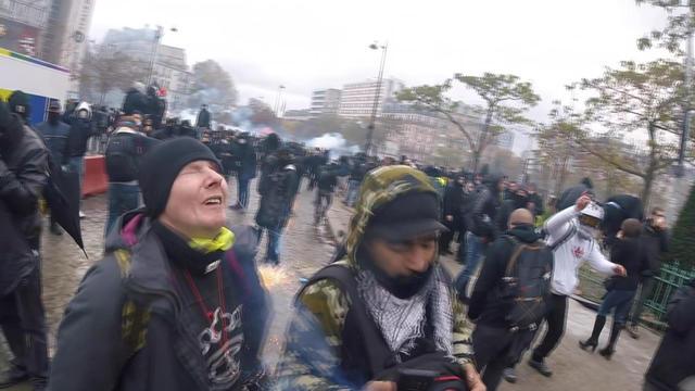 Cette image, extraite d'une vidéo obtenue par l'AFP, montre la réaction de Manuel C après avoir reçu un projectile le blessant à l'œil gauche lors d'une manifestation des «Gilets jaunes».