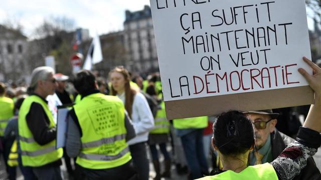 Une manifestation de gilets jaunes, le samedi 30 mars, à Paris.