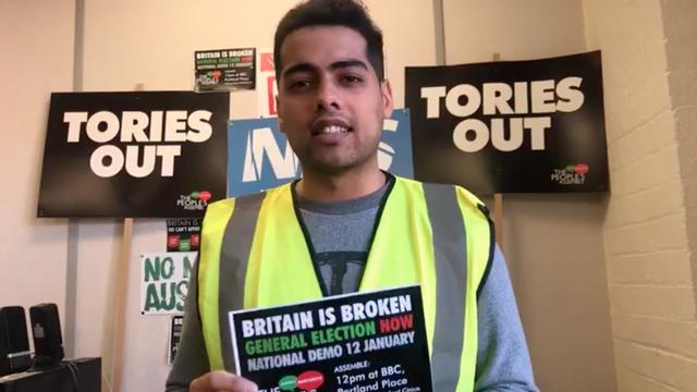 Le mouvement anti-austérité People's Assembly a appelé à manifester avec des gilets jaunes.