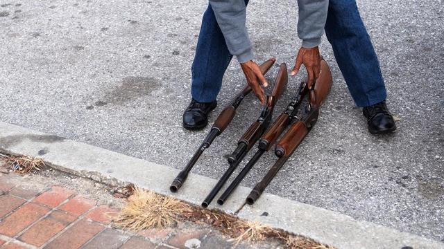 Au total, 1.860 armes ont été collectées, selon un porte-parole de la police.
