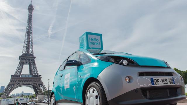 Dix véhicules Autolib' aux couleurs d'Hello bank! sillonnent la capitale jusqu'au 25 mai.