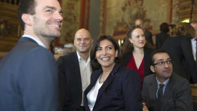 En un an à la mairie de Paris, Anne Hidalgo a pris en priorité des mesures sur le logement et la pollution.