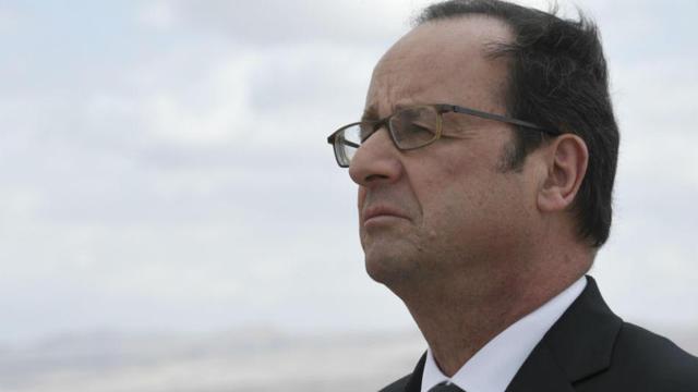 Déchéance de nationalité, affaire Julie Gayet, confidences aux journalistes... François Hollande a quelques cailloux dans la chaussure de son quinquennat.