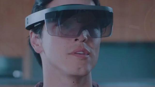 HoloLens, le casque de réalité augmentée permet de voir des hologrammes en 3D dans le monde réel.