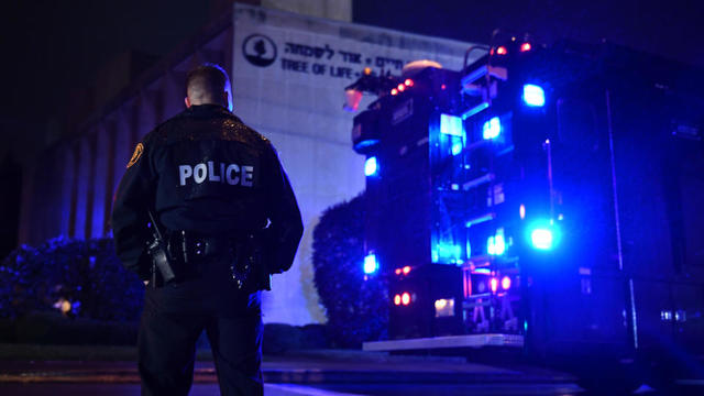 A son arrivée à la synagogue Tree of Life, la police a dû ouvrir le feu pour appréhender Robert Bowers, qui était lourdement armé.