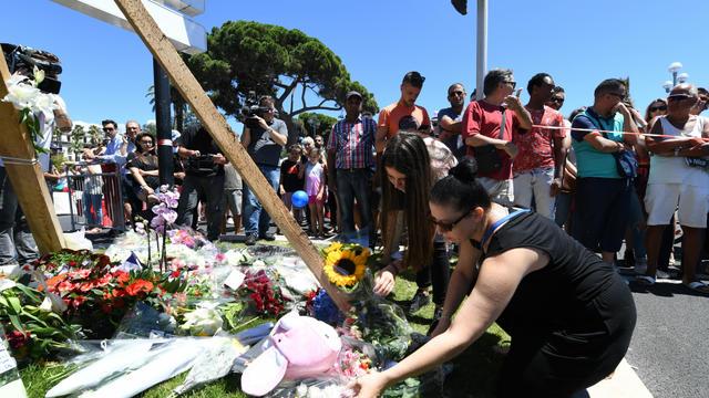 Les hommages aux victimes se multiplient