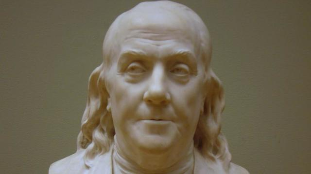 Buste de Benjamin Franklin, instigateur du changement d'heure, réalisé par Jean-Antoine Houdon